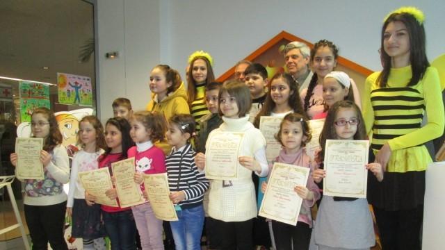 """Отличиха най-добрите в детския конкурс """"Пчеларството - Екология и плодородие"""""""