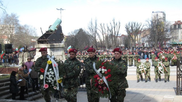 Плевен чества 137 години свободна България /ФОТОГАЛЕРИЯ/