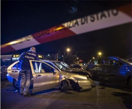 Кола с роми бяга от полицията в Рим, помита 9 души на спирка