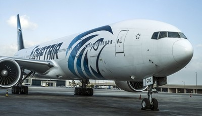 Отвлеченият самолет: Похитителят заплаши да се взриви