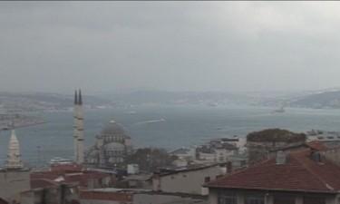 Истанбул: Бомба избухна до трафопост, други 2 не се взривиха