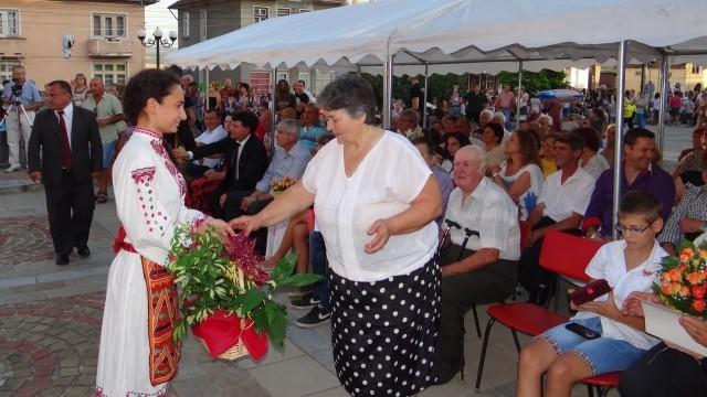 Плевен: Жената от двулевката стана почетен гражданин