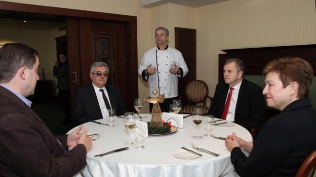 Ловешките бизнесмени Георги Радулов и  Пламен Митев на обяд с еврокомисар Кристалина Георгиева