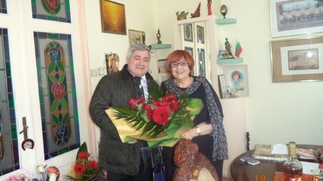 Маргарита Трифонова получи цветна  градина и торта с шестица за юбилея си