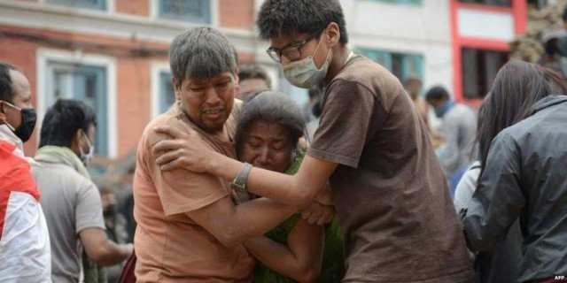 Нов трус разтърси Непал, жертвите на трагедията надминаха 1900