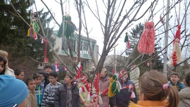 Дърво с мартеници украсиха в Николово