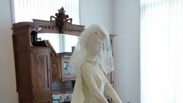 Русе: Булчинска рокля от 1959 е първото за годината дарение в музея