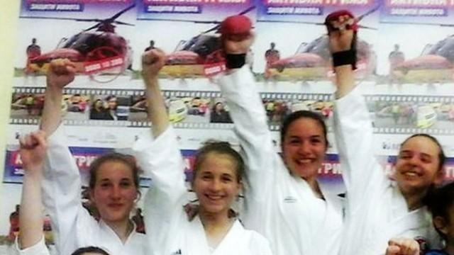 """7 златни и 6 сребърни медала за каратеките на """"Петромакс"""" от Купа """"Алеко"""""""