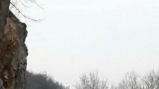 Над 1000 куб.м скала рухна, затрупа пътя Кричим-Девин