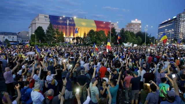 Румъния: Насилието прогони много демонстранти, но протестите продължават