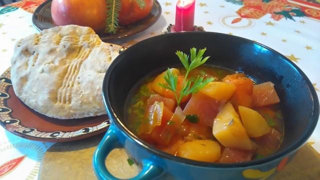Супа с моркови и червено цвекло