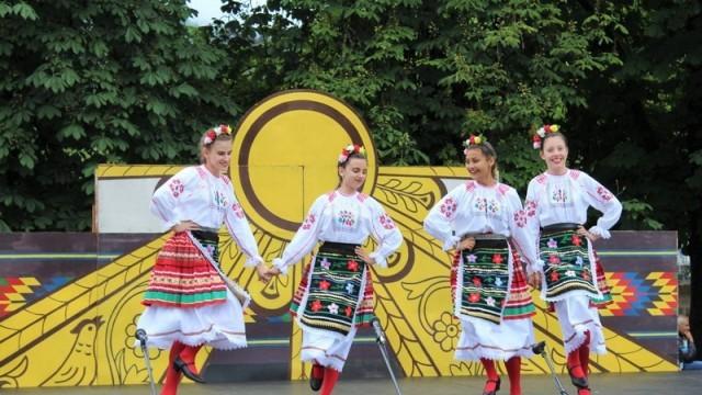 Община Тетевен събра цвета на фолклора от страната