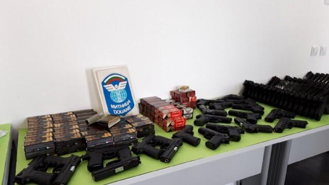Откриха 186 пистолета и 7475 бойни патрона в микробус на ГКПП Капитан Андреево