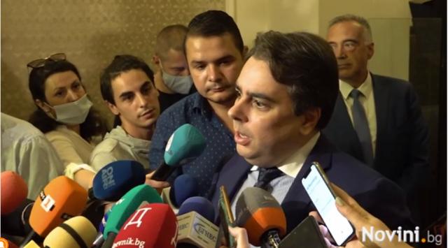 Асен Василев заподозря ИТН и ДПС: След като три пъти ме каниха за министър, сега съм силно проблемен