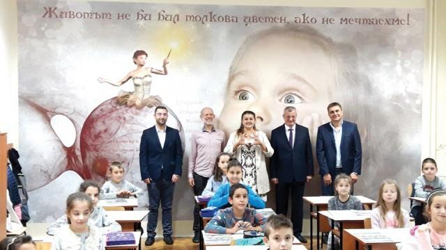 Учители и ученици заедно обновиха класните си стаи