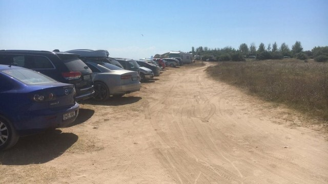 """Позор: Десетки автомобили върху дюни на плаж """"Крапец-север"""""""