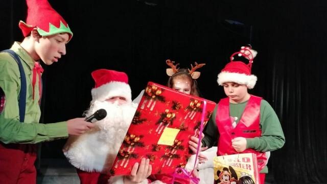 Писма до Дядо Коледа събира в пощенска кутия Кукленият театър