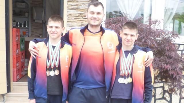 Плевенски плувци спечелиха куп медали от два турнира