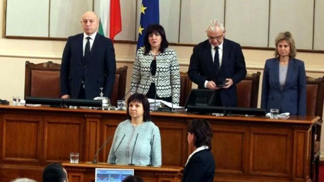 С решение на ЦИК Ралица Добрева остава народен представител,   Цецка Цачева се отказва от депутатското място