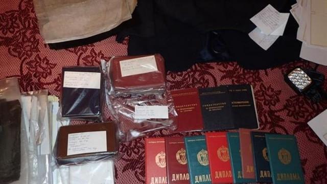 Незаконна печатница за документи бе разкрита при полицейска операция в Костенец