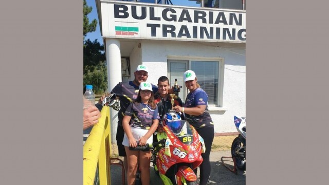 Млад мотосъстезател печели трето място 2 месеца след като за пръв път се качва на мотор