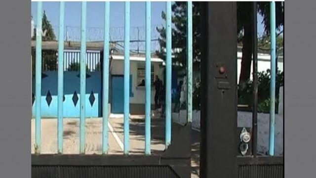 Затворник не успя да укрие наркотиците си при обиск