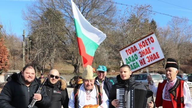 На Дядовден в Черешево 77-годишният Марин стана Дядо на селото за десети път