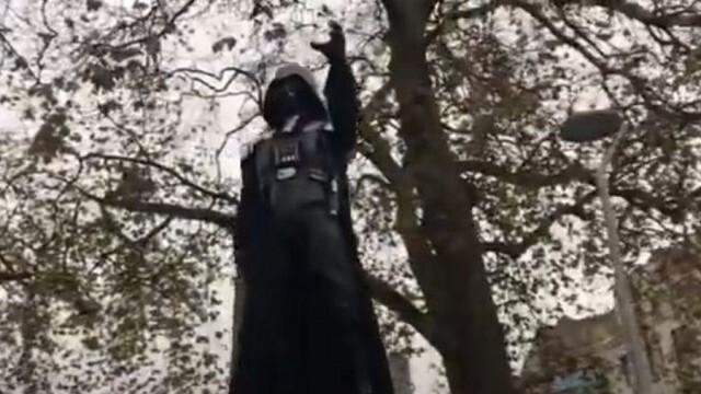 Издигнаха статуя на Дарт Вейдър в английския град Бристол
