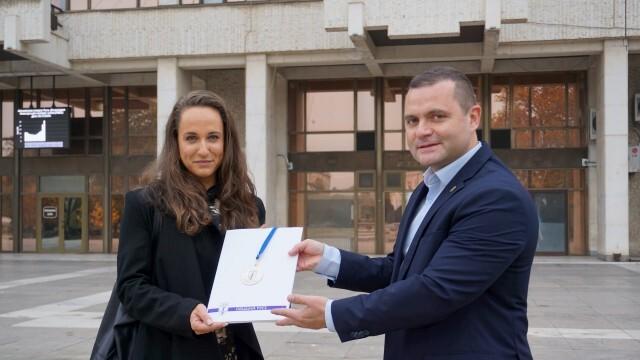 Пенчо Милков поздрави тройната медалистка от Балканиадата по лека атлетика за мъже и жени Ина Ефтимова