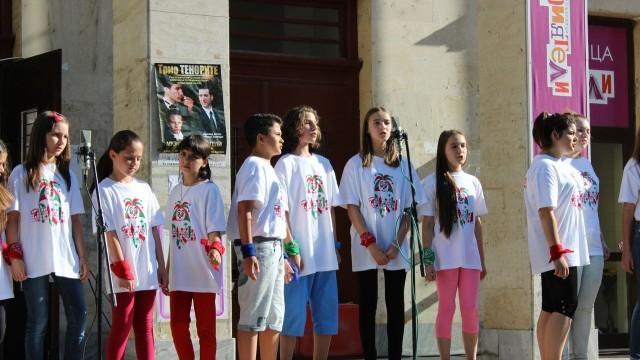 """Детска вокална група """"Арлекино"""" зарадва с концерт плевенската публика"""