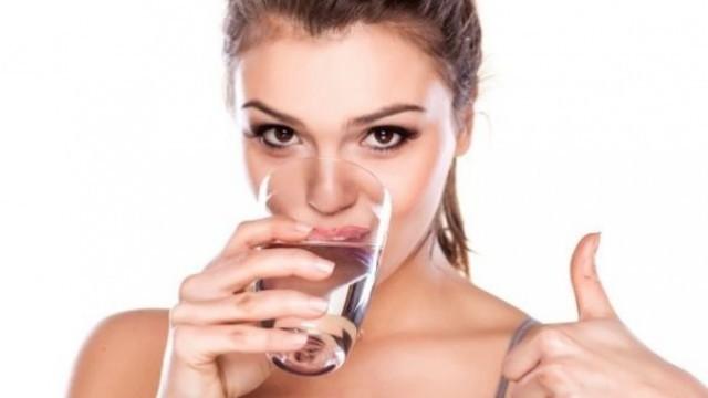 Кога да пием вода – преди или след хранене?
