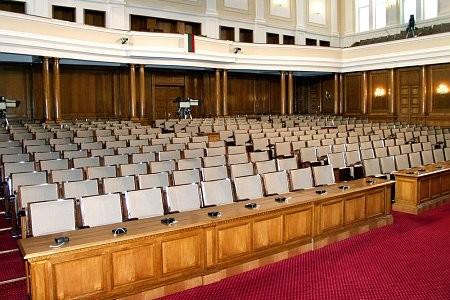 Парламентът без кворум, провалиха заседанието за здравното осигуряване