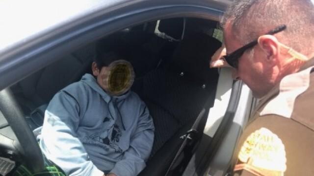 Шаш: Полицаи заловиха 5-годишен да кара колата на майка си (ВИДЕО)