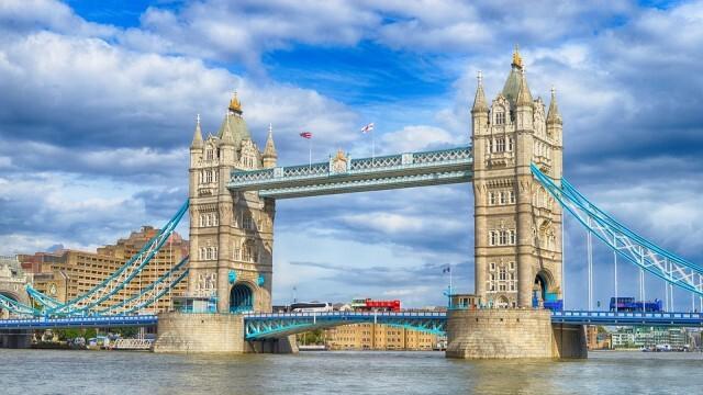 Влиза в сила 14-дневната карантина за влизащите във Великобритания