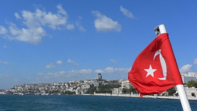 Турция обяви по-строги ограничителни мерки срещу разпространението на COVID-19