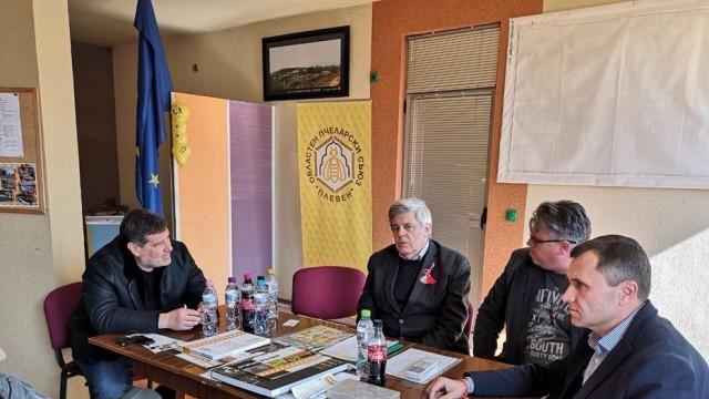 Депутат направи дарения за плевенските пчелари