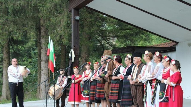 Истински фолклорен празник сътвориха в село Черни Вит