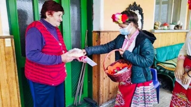 Раздадоха 550 козунака в община Кнежа на възрастни хора, а децата се забавляваха във