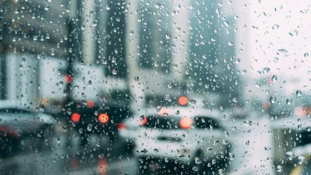 Валежи от дъжд и сняг в цялата страна