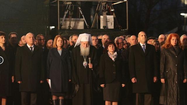 Стотици освиркаха Караянчева и Фандъкова, ГЕРБ поиска извинение от президента