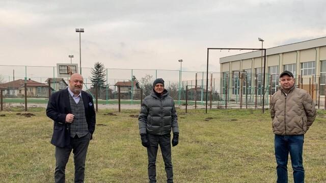 Красен Кралев инспектира терените за три нови футболни игрища в Русенска област