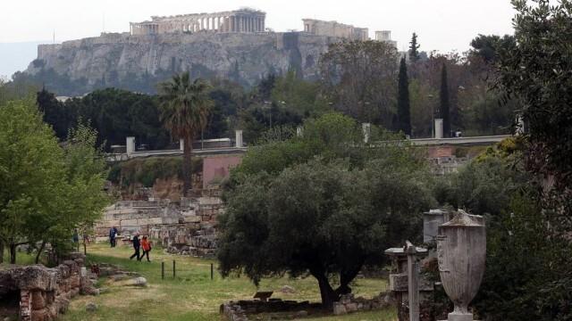 Гърция с нови строги мерки, посолството ни с призив за въздържане от пътуване до страната