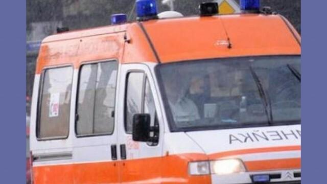 Две аудита се сблъскаха челно, пострадал е единият шофьор