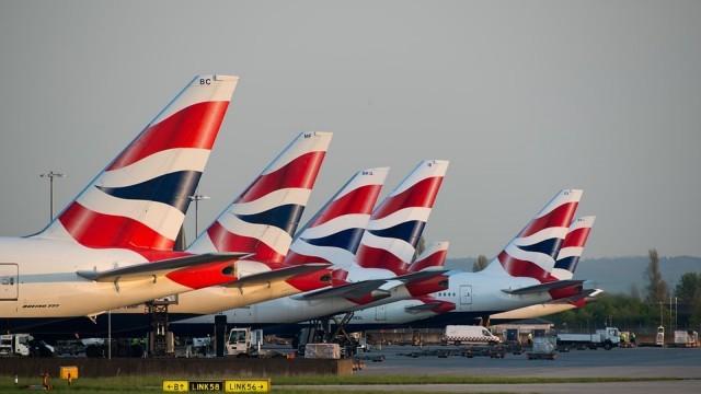 Докато Борис Джонсън умува, летищата във Великобритания обмислят затваряне