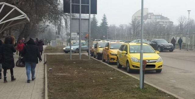 Такситата в Русе с двойна начална тарифа, до Румъния - със заплатен PCR тест на шофьора