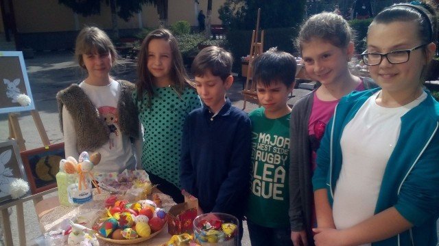 """Великденски базар отвори врати в НУ """"Христо Ботев"""""""