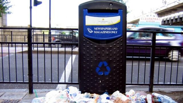 Боклук зарина Лондон след отваряне на баровете