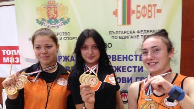 Лавина от медали за русенските щангисти на държавното (СНИМКИ)