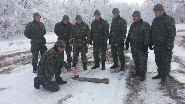 Белене: Военни проведоха практически курс за неутрализиране на боеприпаси