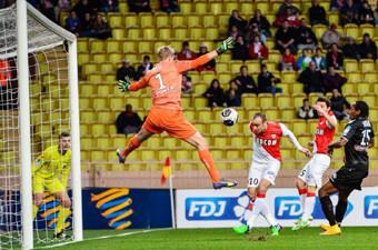 Бербатов с първи гол за 2015 година